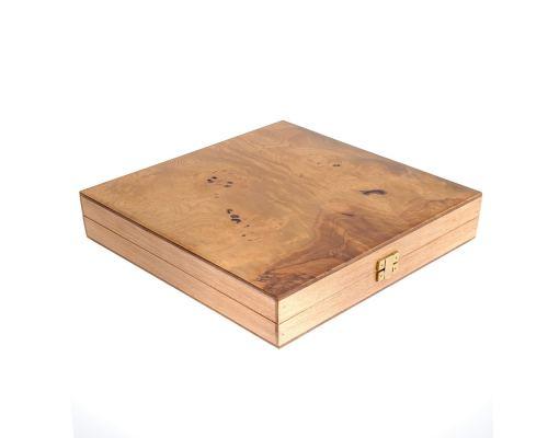 Σκάκι σε Κουτί από Ξύλο Ελιάς